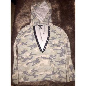Camo v neck pullover hoodie